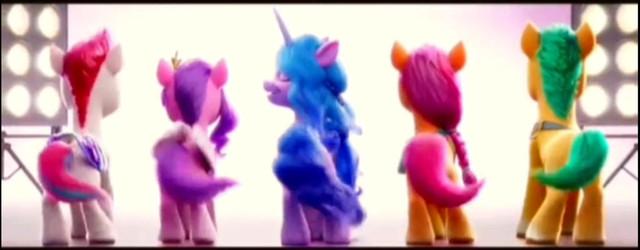 Пять пони танцуют