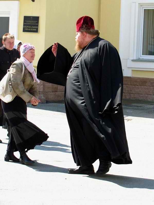 уже было мальчик и свщенник в шакафу ракурс, положение